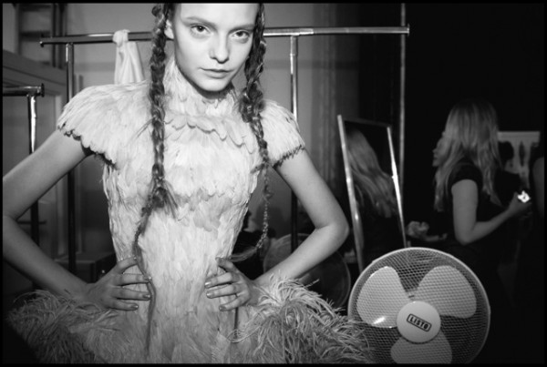 Mcqueen-backstage-photography-1-600x403